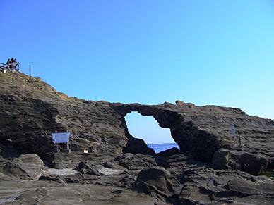 馬の背洞門(三浦市)